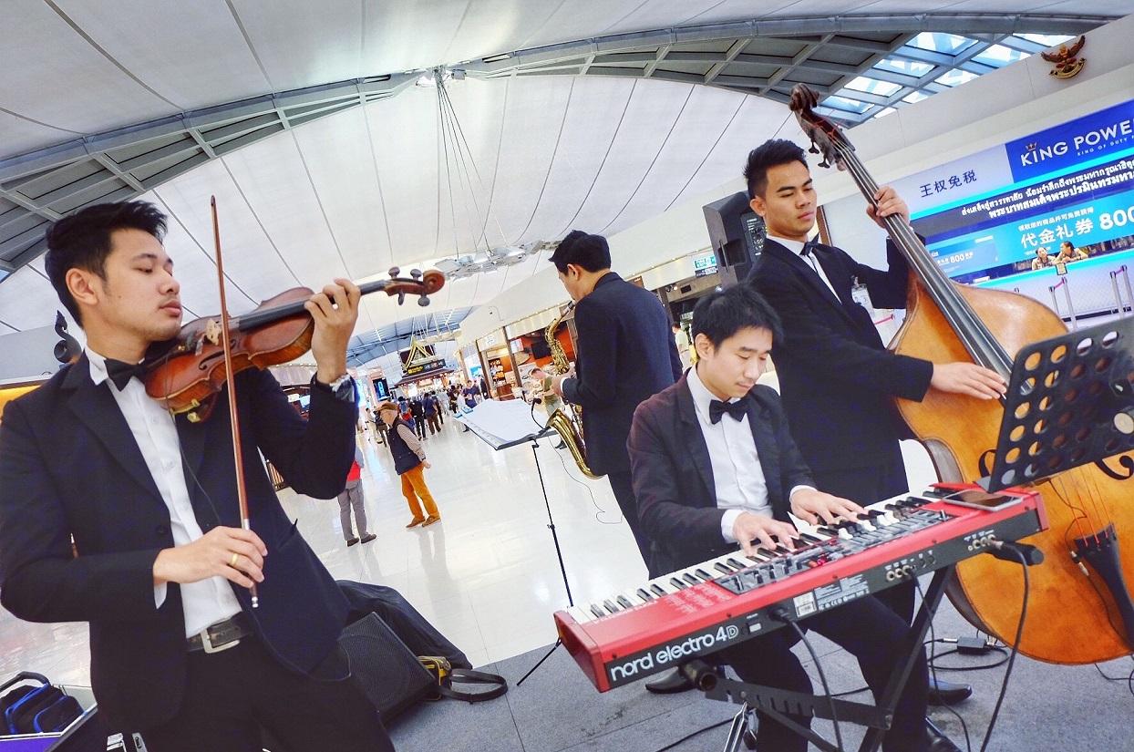 วงดนตรีคลาสสิค- บรรเลง-เพลงพระราชนิพนธ์-สนามบินสุวรรณภูมิ